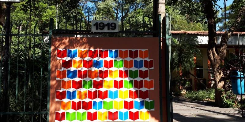 Colorindo a leitura com azulejos
